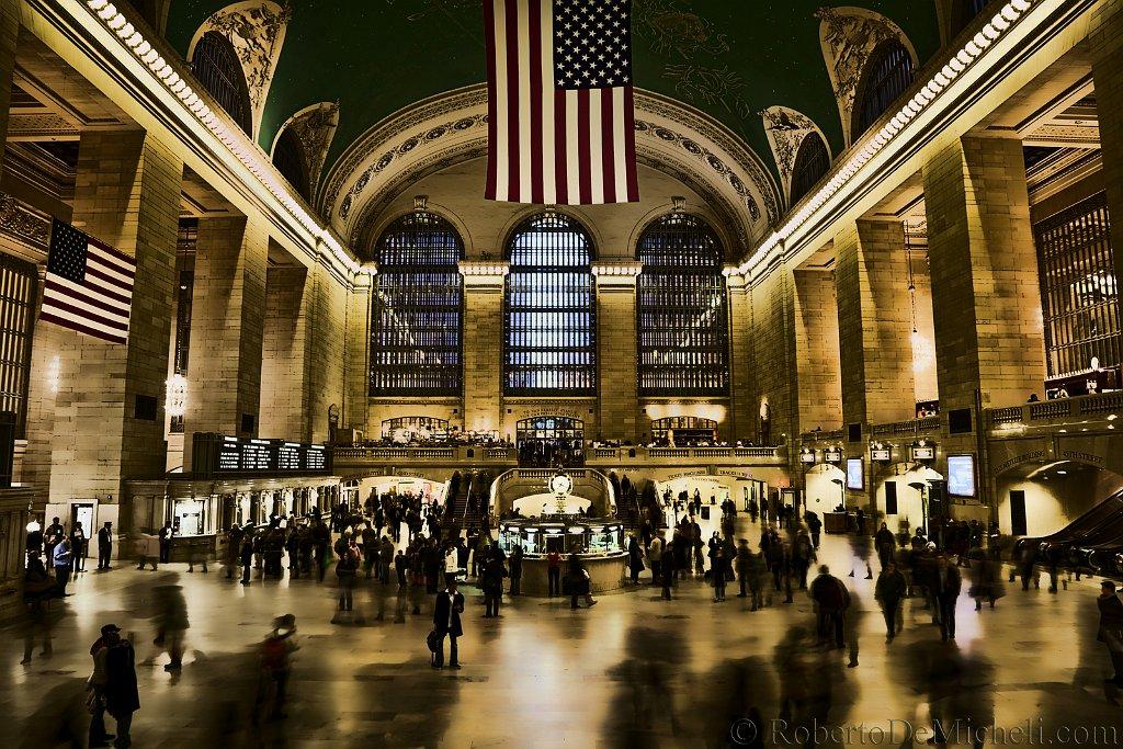 slides/IMG_4126-1.jpg new york, light, building, manhattan, grand, central, train, station, crowd, people, ghosts, metropolis, city, USA A33 - Grand Central Station, New York, USA